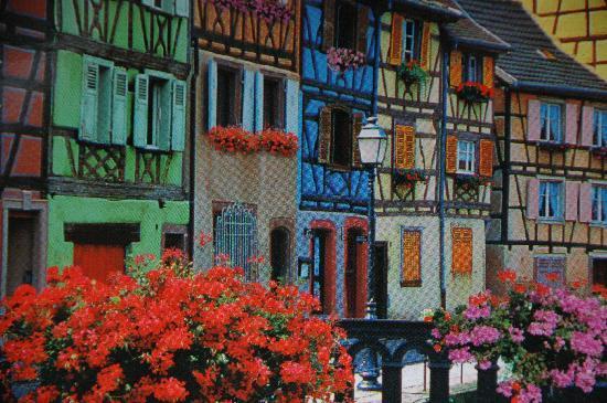 Kaysersberg, Γαλλία: Bunte Häuser verleihen dem Ort das besondere Flaire