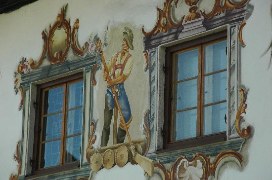Garmisch-Partenkirchen, Duitsland: Liebevolle Lüftlmalereien an den Häusern