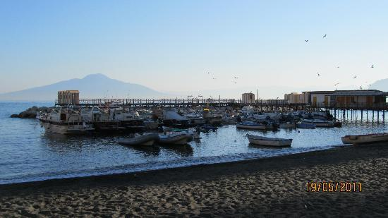 Hotel Admiral Sorrento : view from bus stop