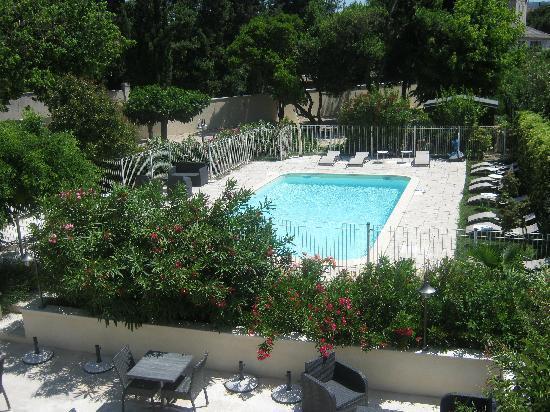Hotel Le mas Saint Joseph : piscine vue du balcon