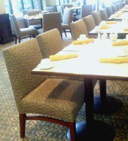 Park Plaza Bloomington: Three Trees Restaurant- American Cuisine