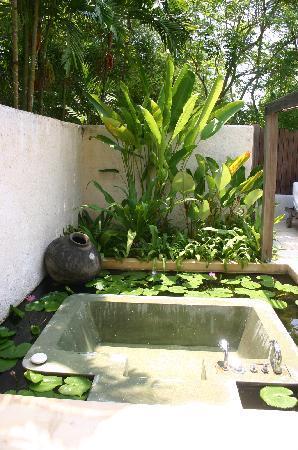 Pranburi, Thailand: Open Air bath tube