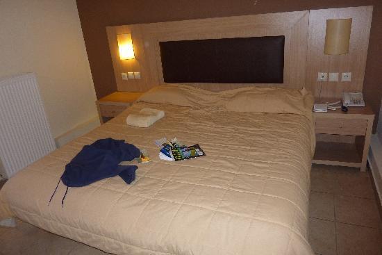 Leto Hotel: bed