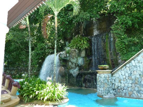 Diamond Cliff Resort and Spa: Waterfall Pool