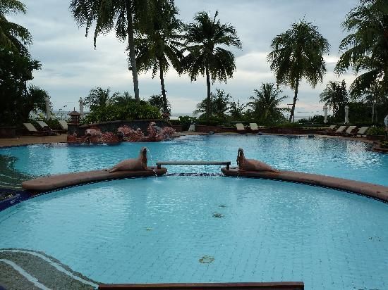 Diamond Cliff Resort and Spa: Ocean View Pool
