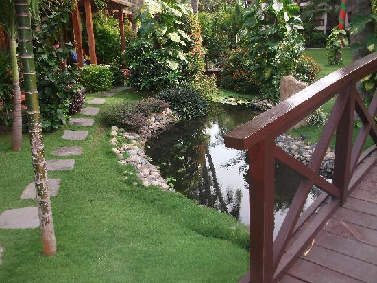 Bamboo Village Beach Resort & Spa: Garten