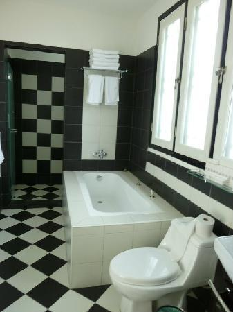 Jonker Boutique Hotel: Bathroom with separate shower!
