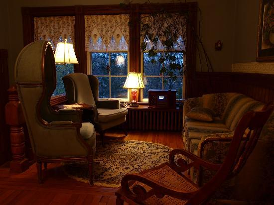 Elmwood Heritage Inn: worm living room