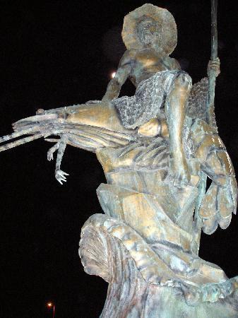 Puerto Peñasco, México: A bronze statue dedicated to the shrimping fleet