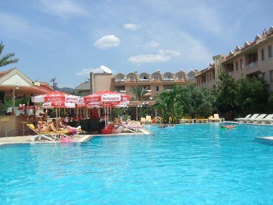 Club Kocer Apartments: Pool
