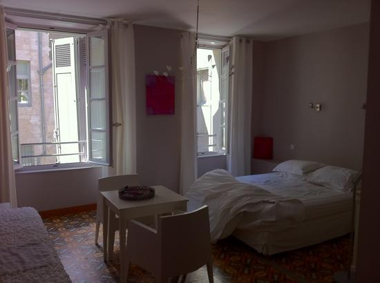 Côté Square : such a beautiful serene room