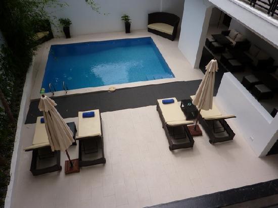 Omana Hotel: pool area