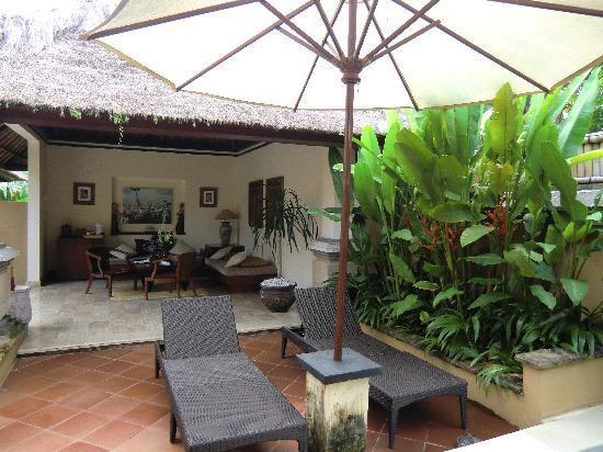 Villa Semana: petit salon dans la cour de la villa