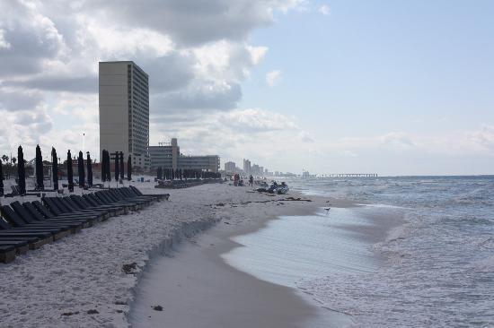 Sunrise Beach Resort: View up the shore line.