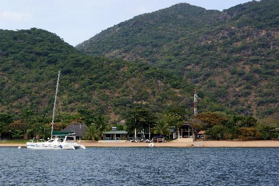 Danforth Yachting: View of the lodge from the lake