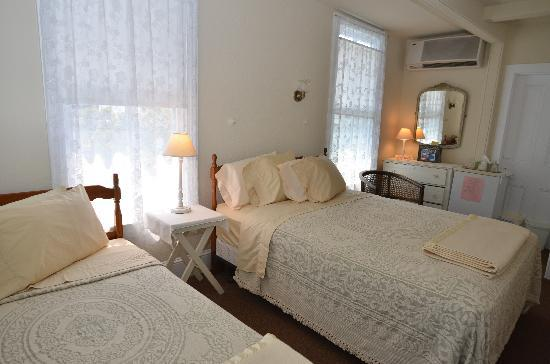 Cooper's Guest House: One of our comfortable guest rooms