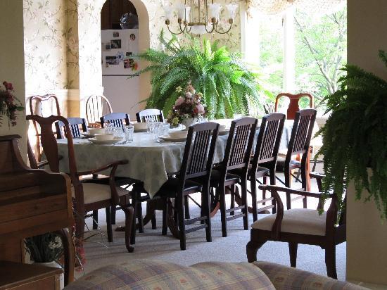 Country Vistas: Breakfast room.... Yummy!!!