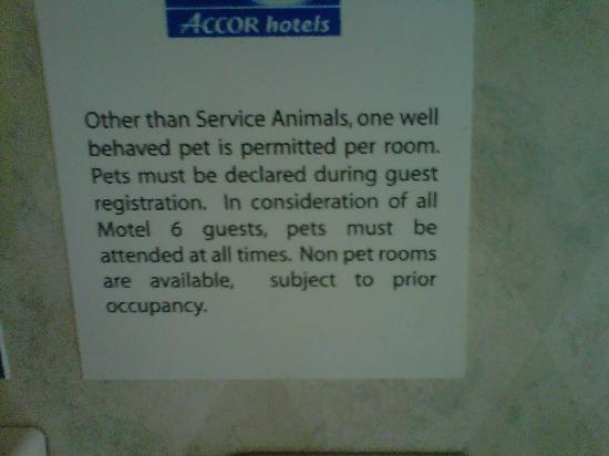 Motel 6 Charlotte Carowinds: Sign in lobby stating only well-behaved animals which hotel does NOT abide by