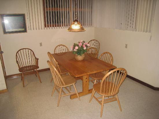 Shawnee River Village 2: dining room