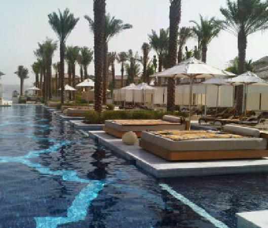 One&Only The Palm Dubai: The pool side beds