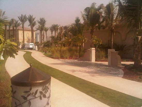 One&Only The Palm Dubai: walkways leading to the Beach villas