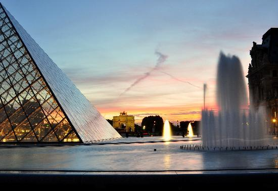Photo Tours In Paris: The Louvre Pyramid