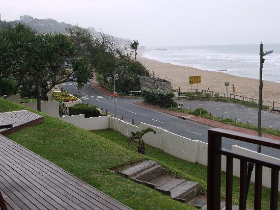 Fairlight Beach House: beach view