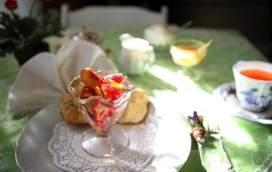 The Terrace Avenue Inn: Breakfast for the Suite and Cottage Nook include tea, scones, fruit, and a hot dish.