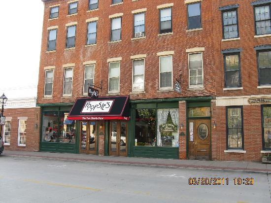 Main Street Inn and Poopsies <3