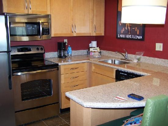 Residence Inn Tempe: Beautiful Updated Kitchen