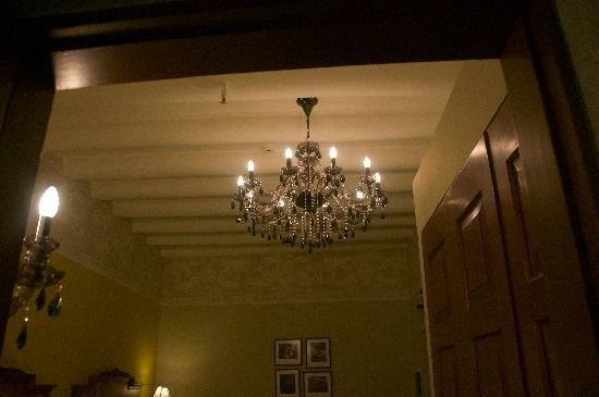 Aranwa Cusco Boutique Hotel: Chandeliers in the rooms