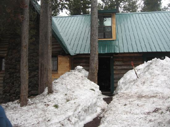 Paulina Lake Lodge: The path we cleared and our cabin, very pretty but not worth it.