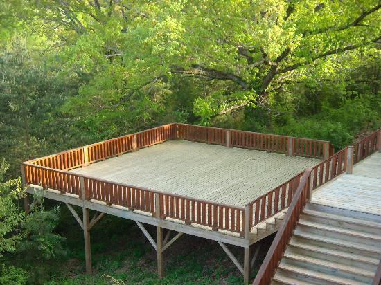 Eagle Cove RV Park: The deck / patio