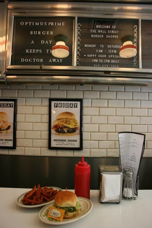 Wall Street Burger Shoppe: Shoppe burger w/ sweet potato fries