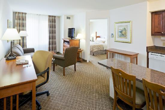 Staybridge Suites Philadelphia - Mt Laurel: Studio Suite
