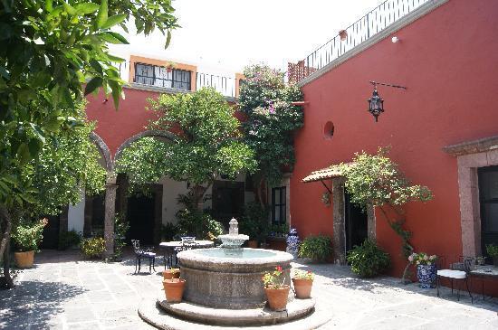 هوتل كازا كارمين: patio interior del hotel