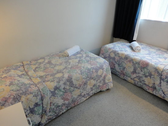 Chevron Motel: Bedroom