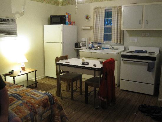 Royal W Resort Cabins & RV Park: Kitchen