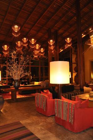 Tambo del Inka, a Luxury Collection Resort & Spa: Lobby at night