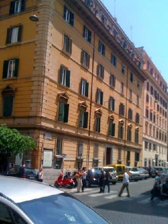 Rome Armony Suites: The building