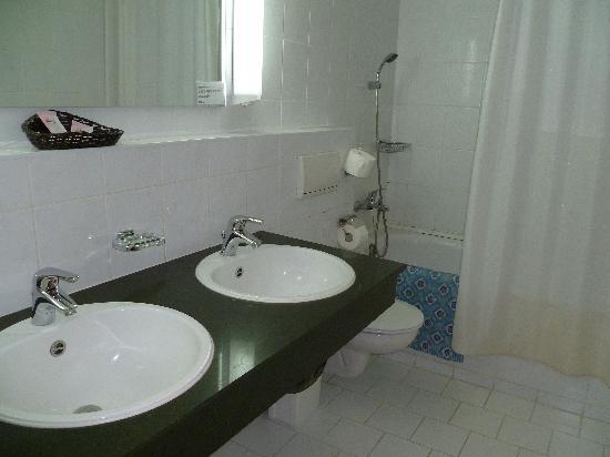 Shodlik Palace: The bathroom