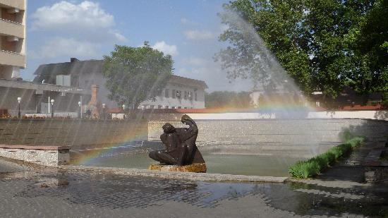 Shodlik Palace: Entry statue