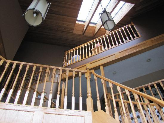 Cascade Court Bed & Breakfast: All the stairs to the top!