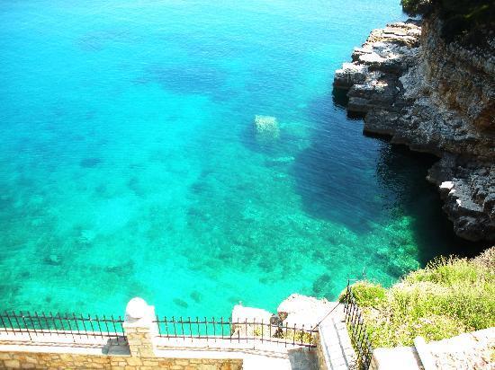 Yalis Hotel: The sea below my room