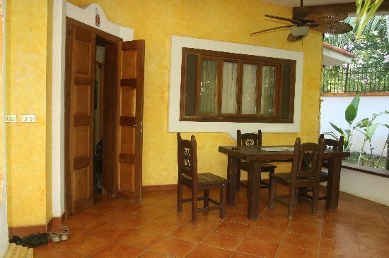 Villas Kalimba: Terrrasse devant l'appartement