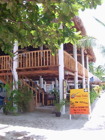 Ocean Vida Beach & Dive Resort: Restaurant und Tauchbasis