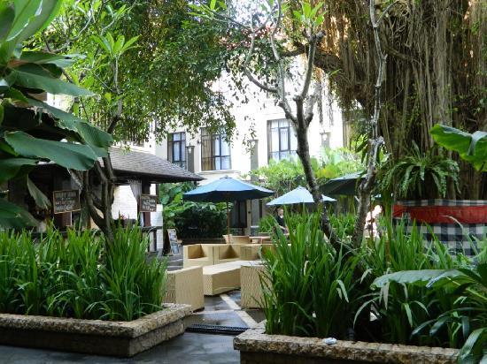 Best Western Resort Kuta: Cafe in front of my room.