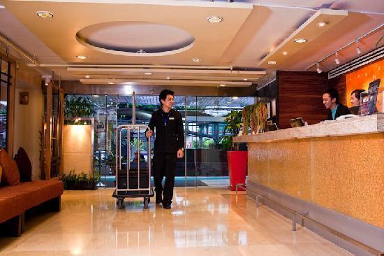 โรงแรมซีซั่นสยาม: Lobby area
