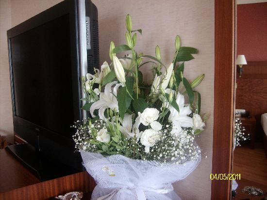 Alba Royal Hotel: The Beautiful Flowers for My wifes birthday