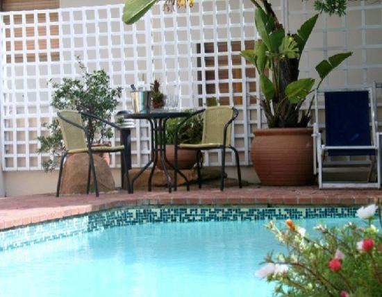 The Edward Charles Manor: Swimming Pool